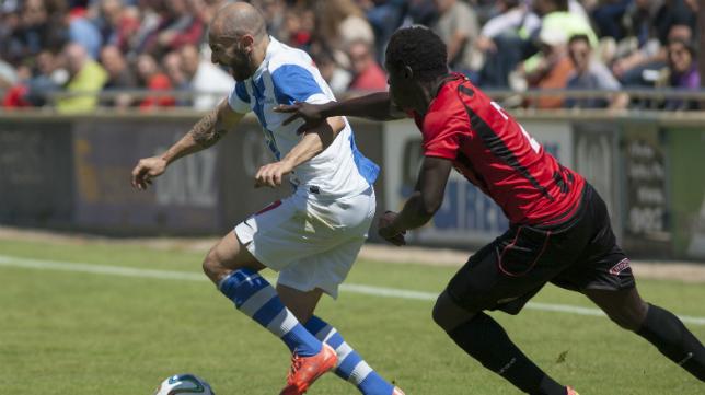 Chechu Flores tiene un dedo del pie roto y aún así quiere jugar contra el Cádiz.