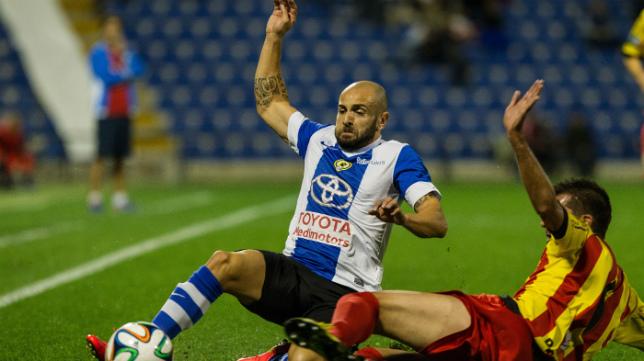 Chechu Flores tiene un dedo del pie roto y aún así no está descartado para el partido ante el Cádiz.
