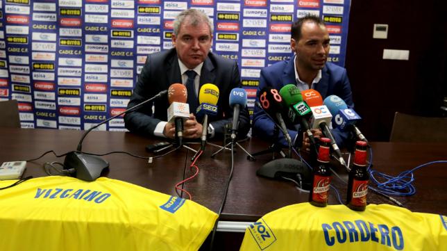 Vizcaíno y Cordero en la sala de prensa