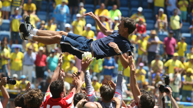 Ziganda fue manteado por sus jugadores al final del partido.