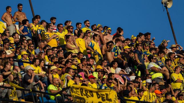 Los aficionados cadistas que se desplazaron a Alicante ya soportaron altas temperaturas.