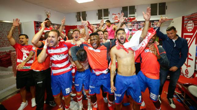 El Granada celebró su permanencia precisamente en el partido ante el Atlético de Madrid.