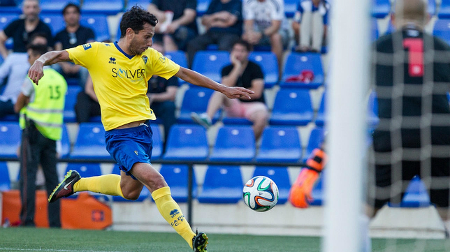 Mantecón, que sigue una temporada más, quiere ser importante en este Cádiz CF