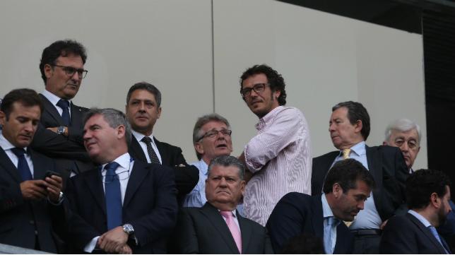 El nuevo alcalde de Cádiz Jose María González 'Kichi' se pasó por el palco antes del partido y luego se marchó a Fondo Sur.