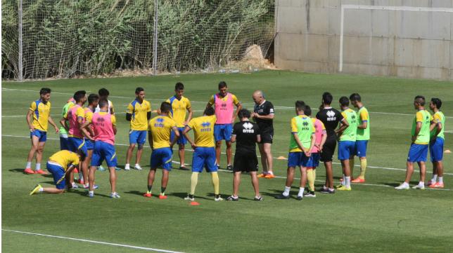 El Cádiz CF entrenó en El Rosal