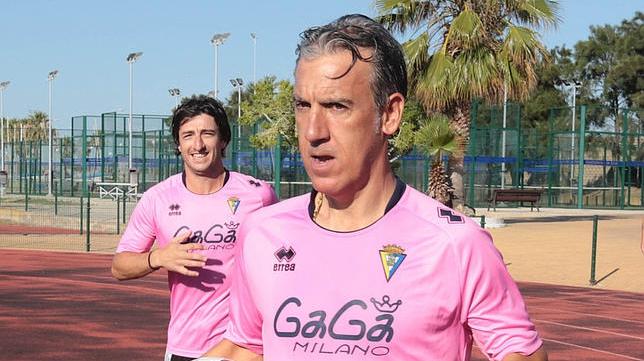 Oliverio Álvarez 'Oli'  con los veteranos del Cádiz CF.