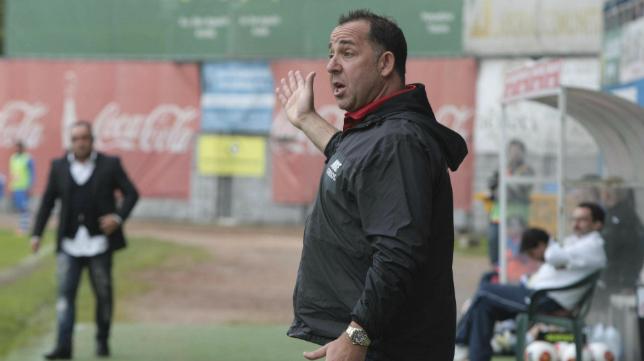 Oriol Alsina, junto a Carrillo en el banquillo, lograba que la Llagostera remontara un 2-0 ante el Avilés.