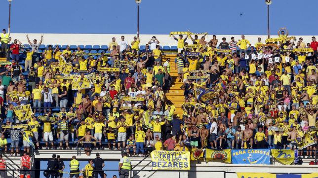 La afición del Cádiz CF en la grada alta del Rico Pérez.