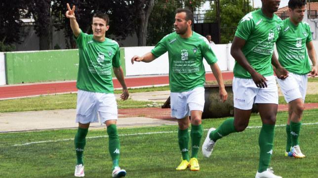 Salvi celebra un gol este año con el Villanovense.