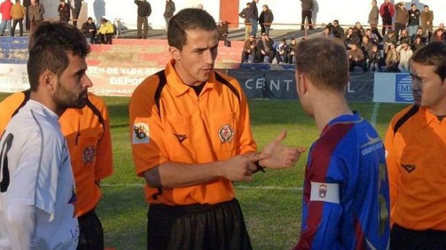 Saúl Ais Reig, árbitro de la ida en San Mamés