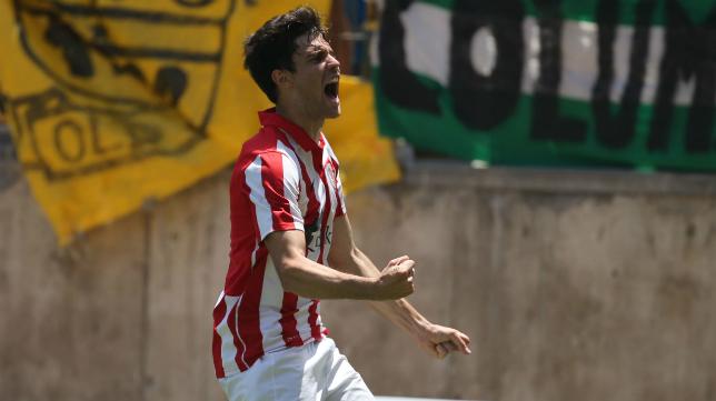 Néstor Salinas, celebando el gol del empate en Carranza.