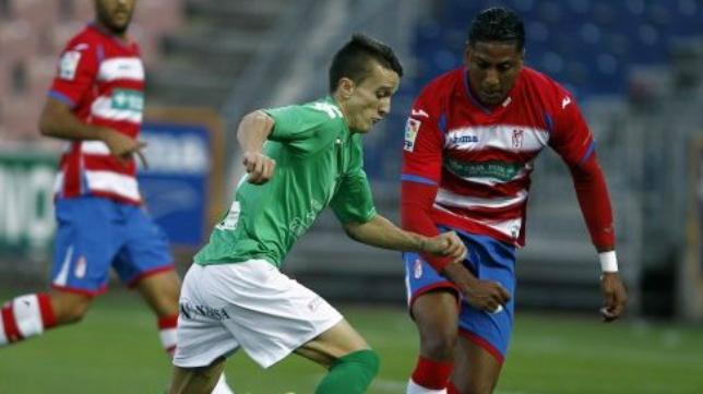 Salvi en un duelo frente al Granada B con el Villanovense