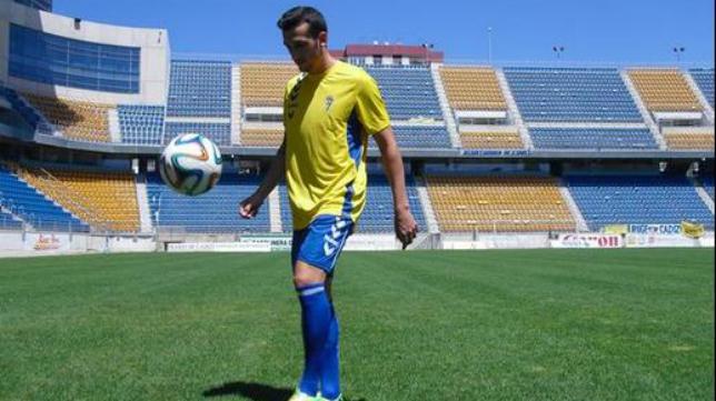 Javi Zafra ya luce la camiseta del Cádiz CF