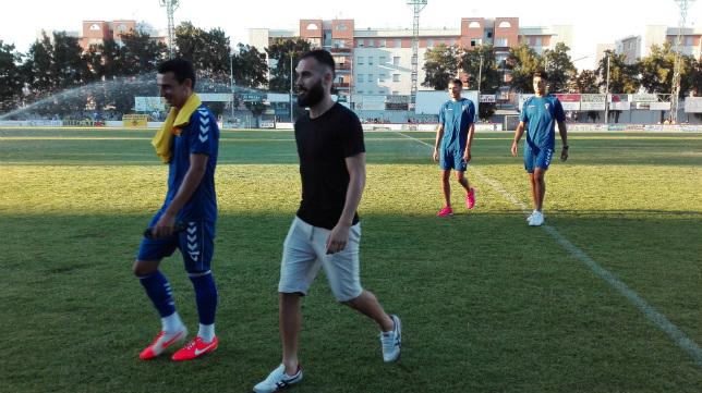 Andrés Sánchez estuvo con sus compañeros en Chiclana pero no pudo jugar por su lesión.
