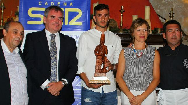La Cadena Ser entregó el premio a Juan Villar.