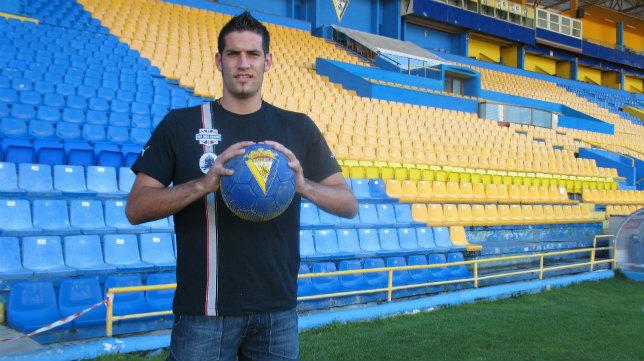 El ex del Cádiz CF, Kiko Casilla, será el nuevo portero del Madrid.