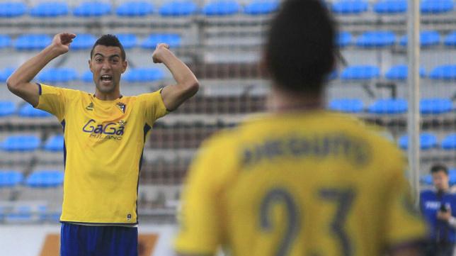 Garrido, ex del Cádiz CF, probará suerte en Hong Kong.