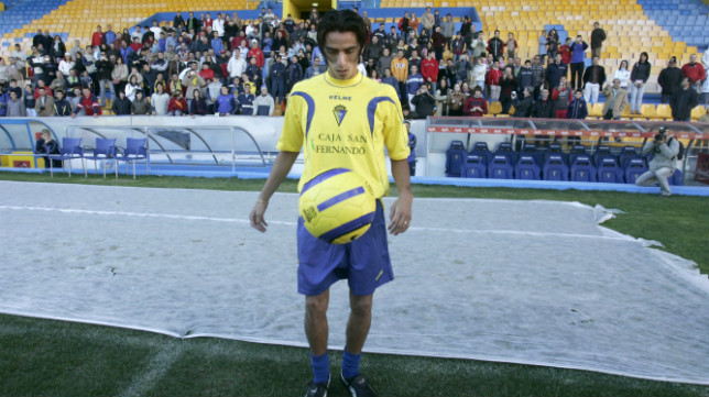 Lucas Lobos, en su presentación como jugador del Cádiz CF en enero de 2006.