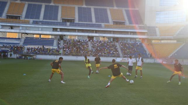 Imagen del primer entrenamiento en Carranza del Cádiz CF 2014/15 de Calderón.