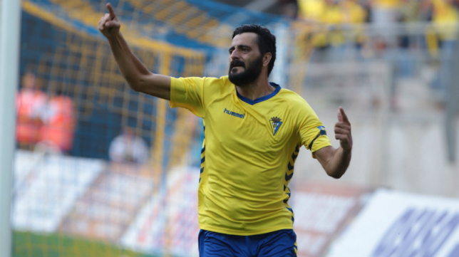 Güiza celebra su primer gol como cadista