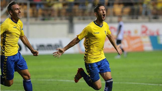 Machado celebra un gol en Carranza