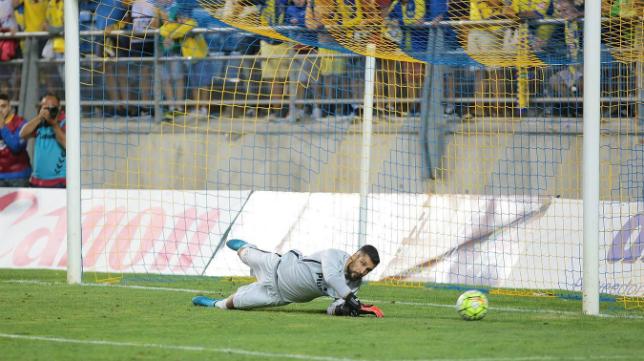 El portero del Atlético Moyá fue decisivo parando dos penaltis