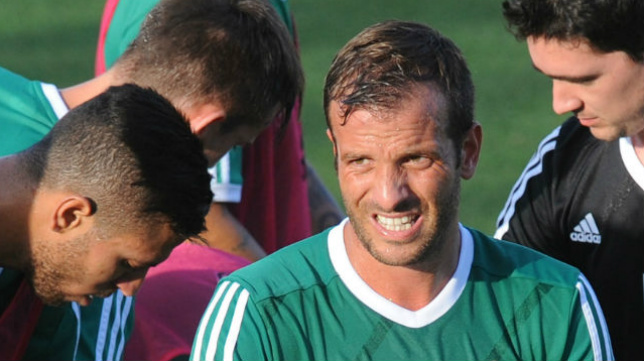Van der Vaart es la gran baja del Real Betis en el Trofeo Carranza.