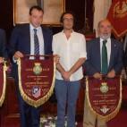 Los representantes de los cuatro equipos participantes en el Trofeo Carranza junto al alcalde de Cádiz