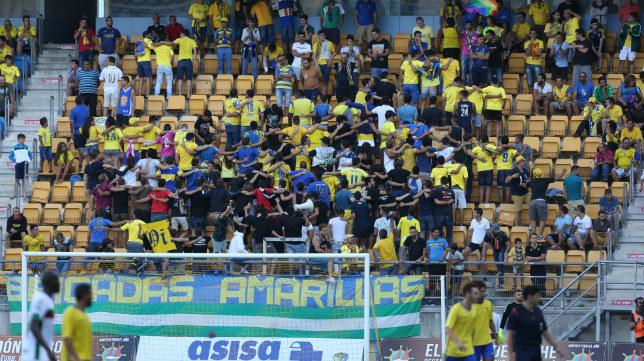Brigadas Amarillas, en un instante del partido del Trofeo Carranza ante el Granada.