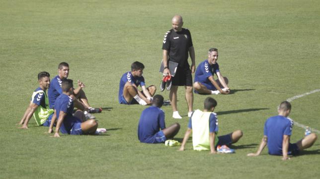Claudio y sus hombres preparan el debut del Cádiz CF en el Carranza