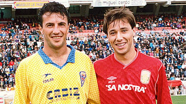 Antonio Calderón, cuando jugaba en el Mallorca, junto a José González, con la camiseta del Cádiz CF.