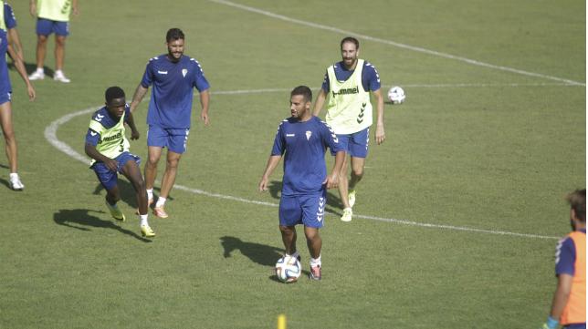 Canario durante un entrenamiento con el Cádiz CF