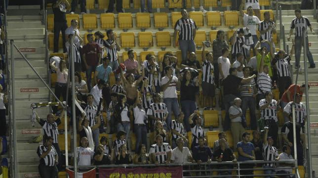 Aficionados del Cartagena FC en el Ramón de Carranza.
