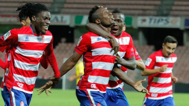El excadista y cadista de nuevo, Wilson Cuero, celebra un gol en Los Cármenes con el Granada B.