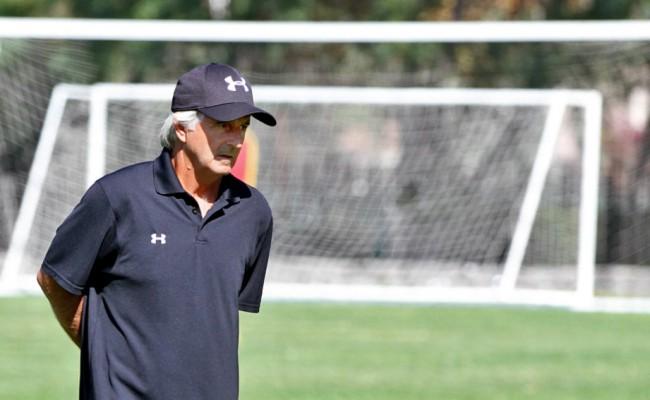 Fernando Carvallo, uno de los mejores futbolistas de la historia del Cádiz CF, ha sido maestro de Luis Pavez en Colo-Colo.
