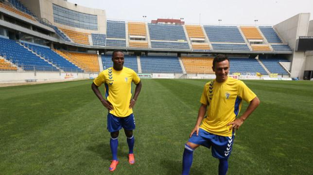 Wilson Cuero y Álvaro García en su presentación como jugadores del Cádiz CF.