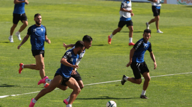 El Cádiz CF prepara ya el partido ante el Cartagena que supondrá el estreno liguero del equipo amarillo en Carranza.