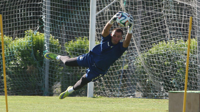 Guille Lara, en un entrenamiento del Cádiz CF.