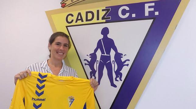 Marta Barra se incorpora al Cádiz CF como podóloga.