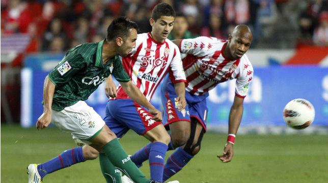 Nono, el día de su debut en Primera con el Betis, el 5 de mayo de 2012, precisamente ante el Sporting de Gijón.