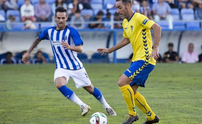 Abel Gómez ante el Recreativo en la primera vuelta