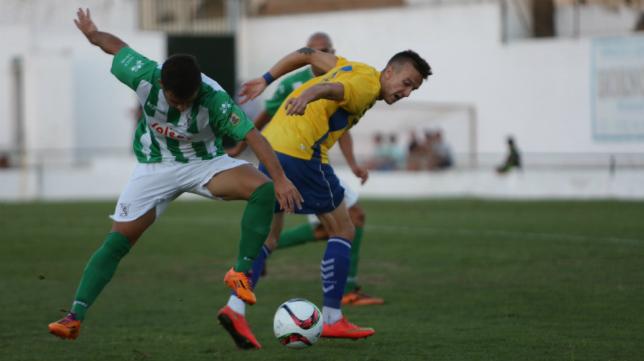 Salvi volvió a ser uno de los jugadores más activos del Cádiz CF.