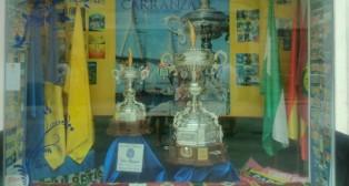 Los trofeos de 2015, expuestos para los gaditanos.