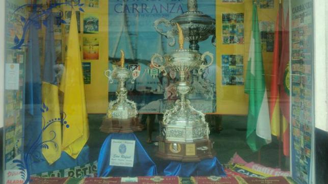 Los trofeos Carranza, expuestos para los gaditanos.