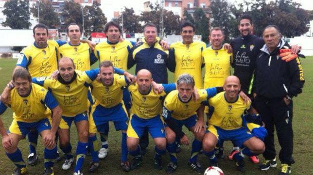 Los veteranos del Cádiz CF antes de disputar un partido.