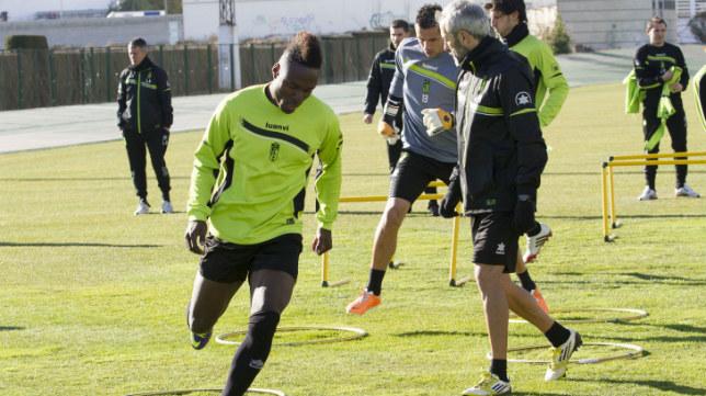 Wilson Cuero entrenando en su etapa anterior con el Cádiz CF.