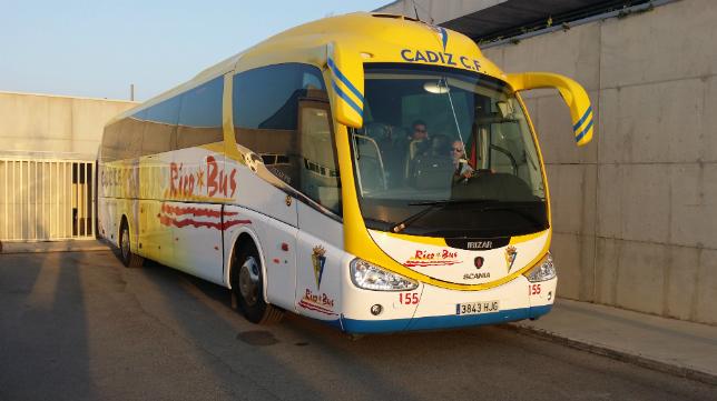 El Cádiz CF viajará en autobús hacia Santander.
