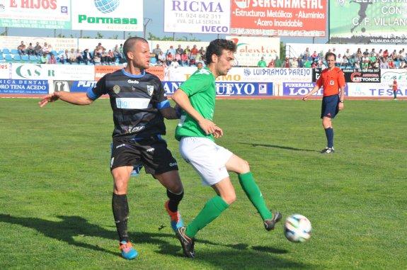 Jairo Caballero, jugador del Villanovense, sufre molestias musculares / HOY BADAJOZ.