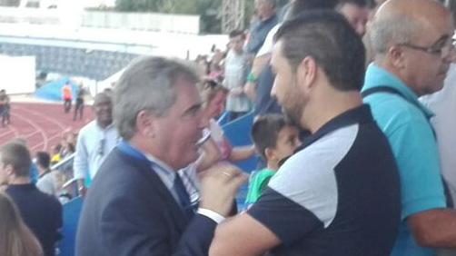 Vizcaíno habla con Juan Carlos Cordero.