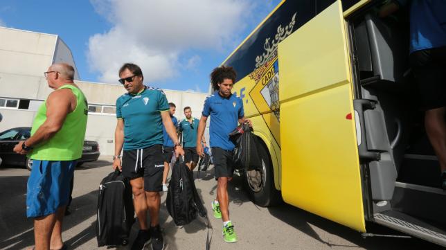 El autobús será el medio de transporte del Cádiz CF en los próximos días